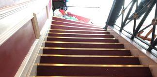 Thanh nhôm trang trí sử dụng ốp bậc cầu thang