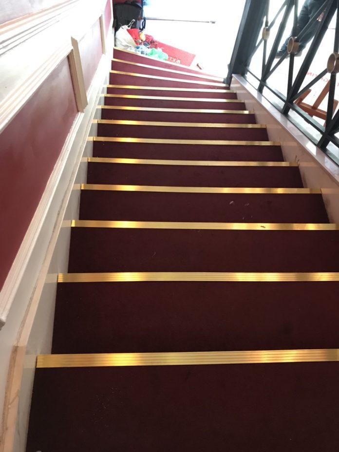 Nẹp đồng chống trơn trượt cầu thang